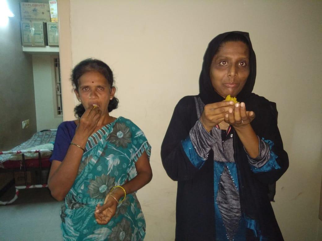 ஒன்றுசேர்ந்த லட்சுமி, சர்மிளா பானு.