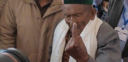 '102 வயது, 17 நாடாளுமன்ற, 14 சட்டமன்றத் தேர்தல்களில் வாக்குப்பதிவு! - அசத்தல் முதியவர்