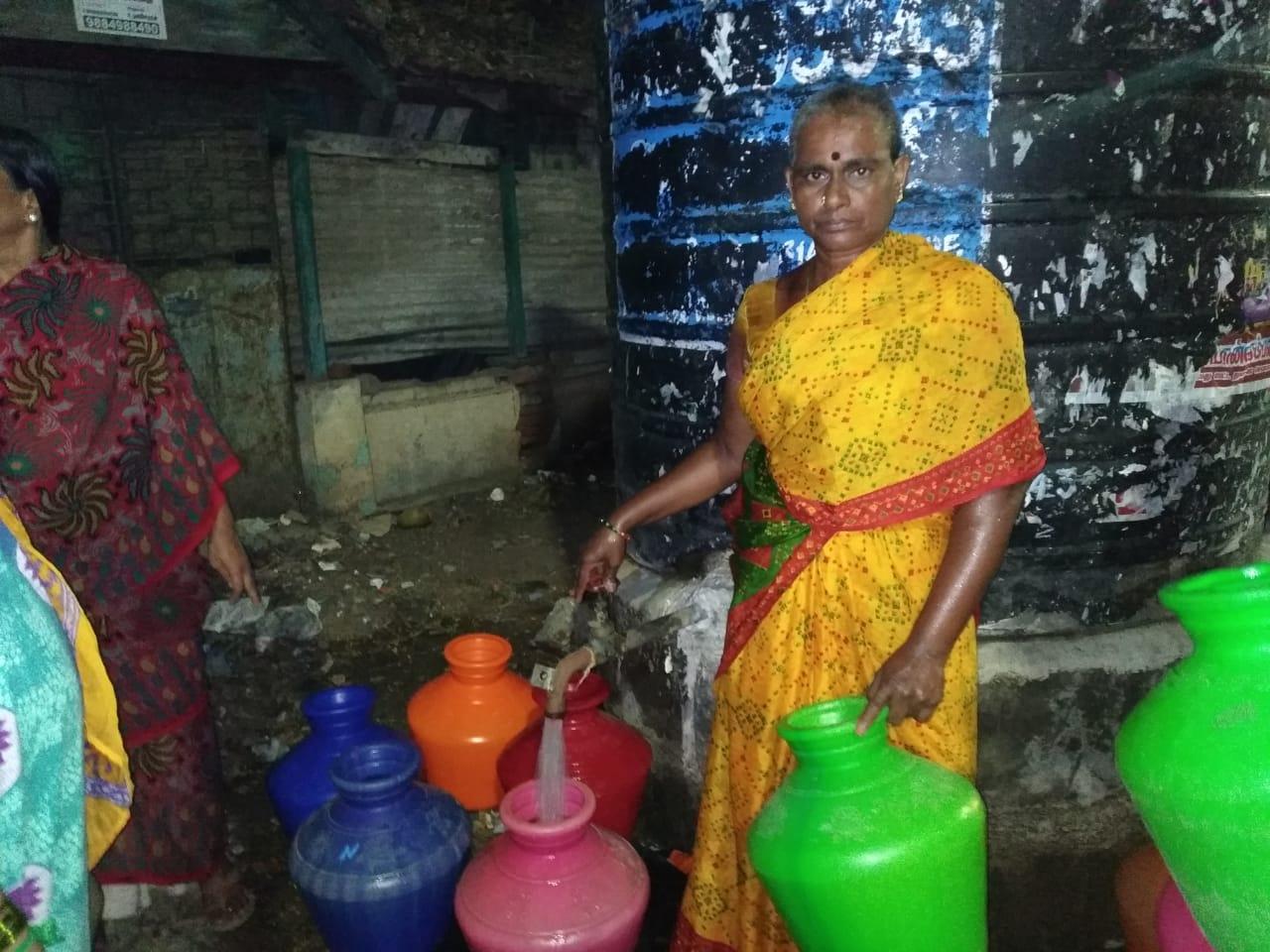 'தண்ணி' விடும் சாந்தி அக்கா