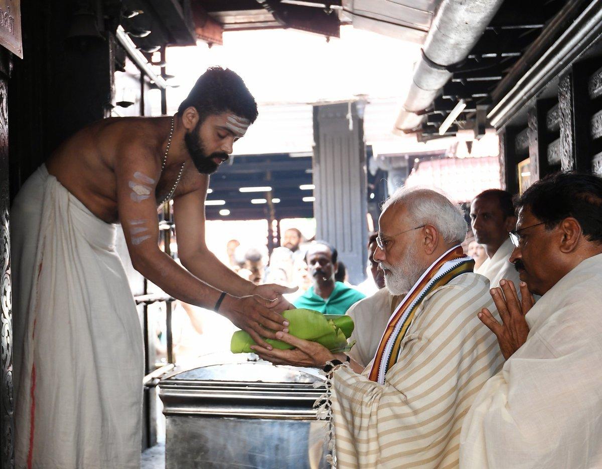 குருவாயூர் கோயிலில் மோடி வழிபாடு