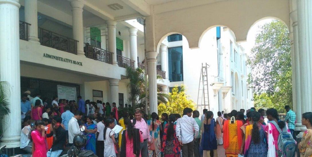அரசு கல்லூரி - கல்வி