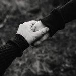 `அவள் இறக்கவில்லை; தேடிச் செல்கிறேன்' - மனைவியைத் தேடி 300 கி.மீ நடந்தே சென்ற கணவர்!