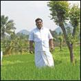 அன்று ரசாயன உர வியாபாரி... இன்று இயற்கை விவசாயி!
