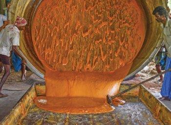 ஏக்கருக்கு ரூ 1,75,000 தோட்டத்திலேயே வெல்லம் தயாரிப்பு!