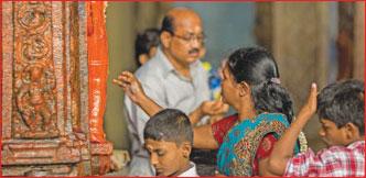 கேள்வி - பதில்: பெண்கள் அங்கப் பிரதட்சணம் செய்யலாமா?