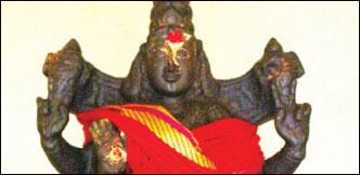 குறை தீர்க்கும் கோயில்கள் - 6 - அபூர்வ கோலத்தில் திருமகளும் துர்கையும்!