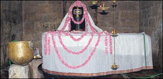 குறை தீர்க்கும் கோயில்கள் - 21 - எண்ணும் எழுத்தும் தரும் இன்னம்பூர் எழுத்தறி நாதர்!