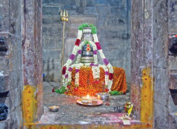 மலைக்கோயிலில் மகேஸ்வரன்... தாழக்கோயிலில் காமாட்சி!