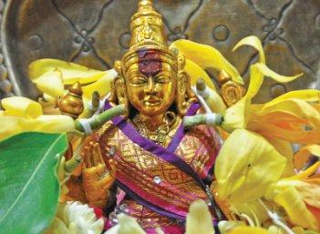 வாசகர் இறையனுபவம் - 'கண்ணீரில் நீராட்டினேன் அன்னையை...'